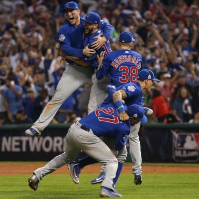 108 anni di attesa ma i Cubs sono di nuovo sul tetto del mondo ... f9622193b43